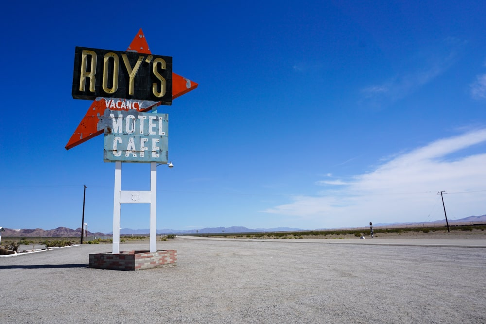 Roys motel cafe bord in Amboy langs Route 66