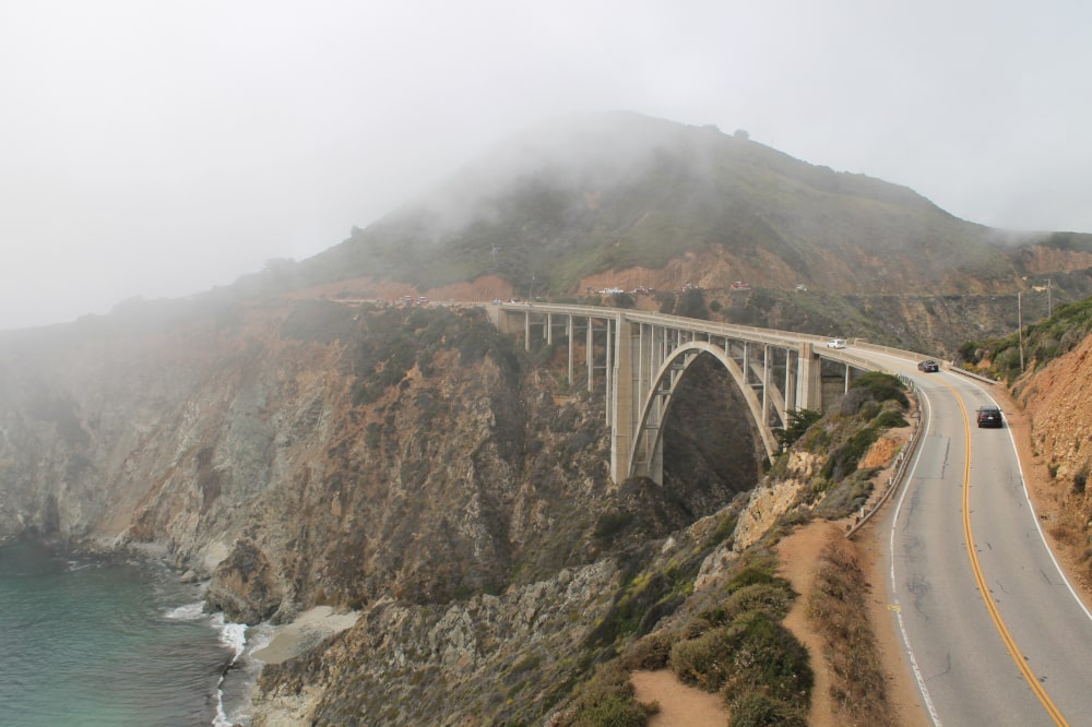 Bixby Creek Bridge in de mist - US Highway