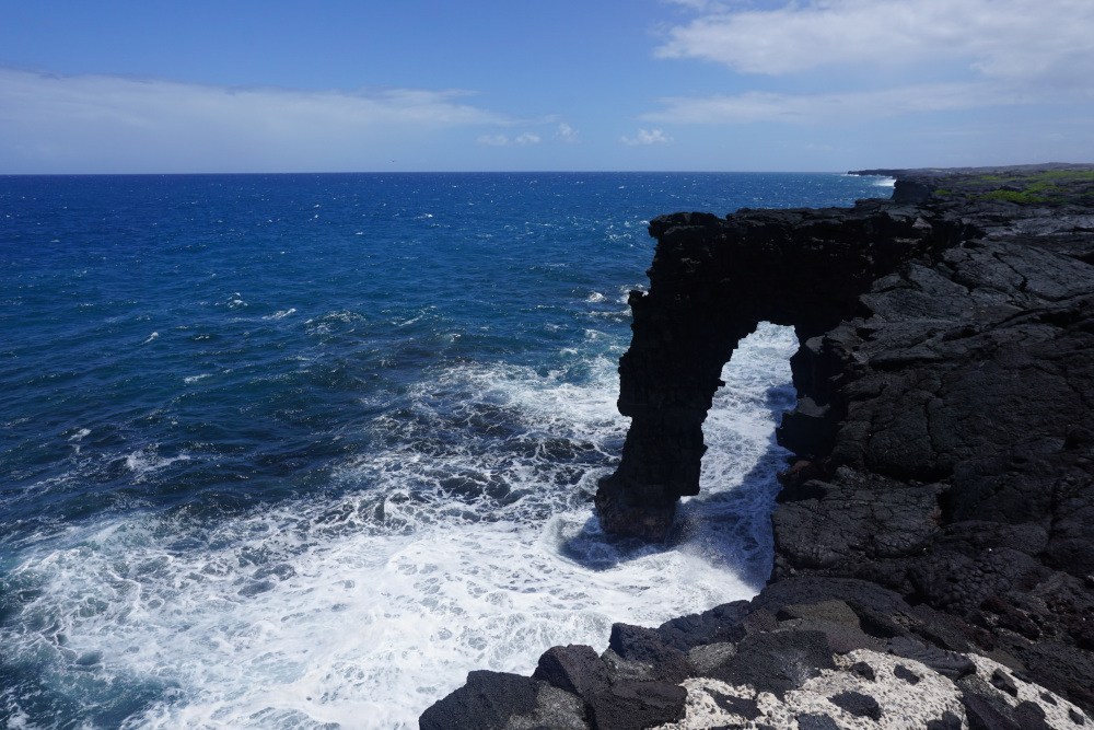Hawaii - The Big Island - Volcanoes National Park - lava sea arch