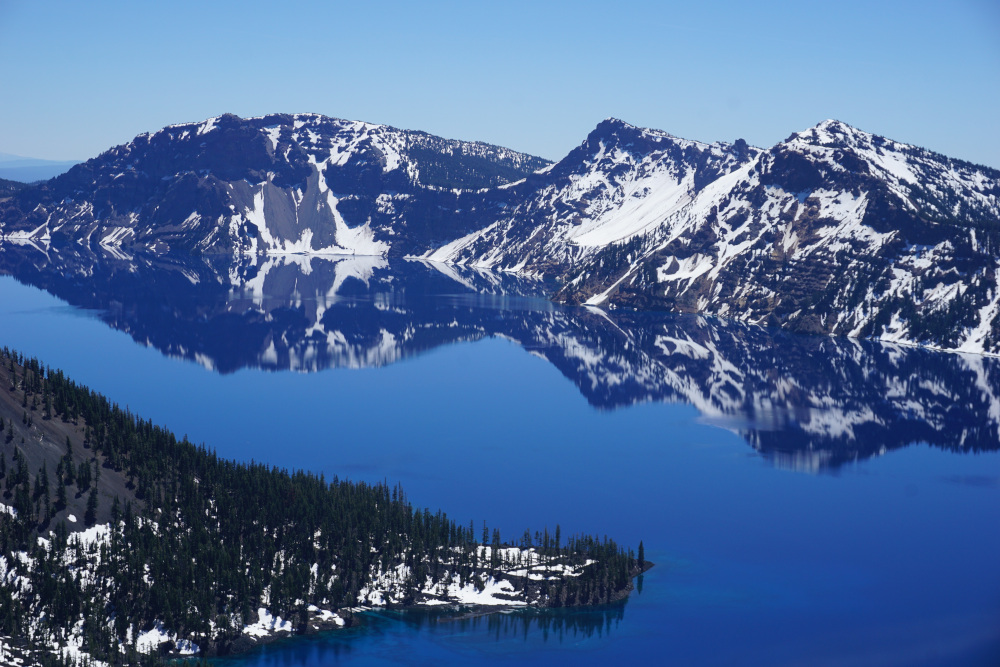 Reflectie in Crater Lake