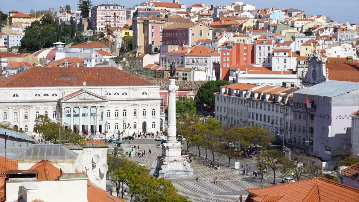 Discover the gorgeous squares in Lisbon