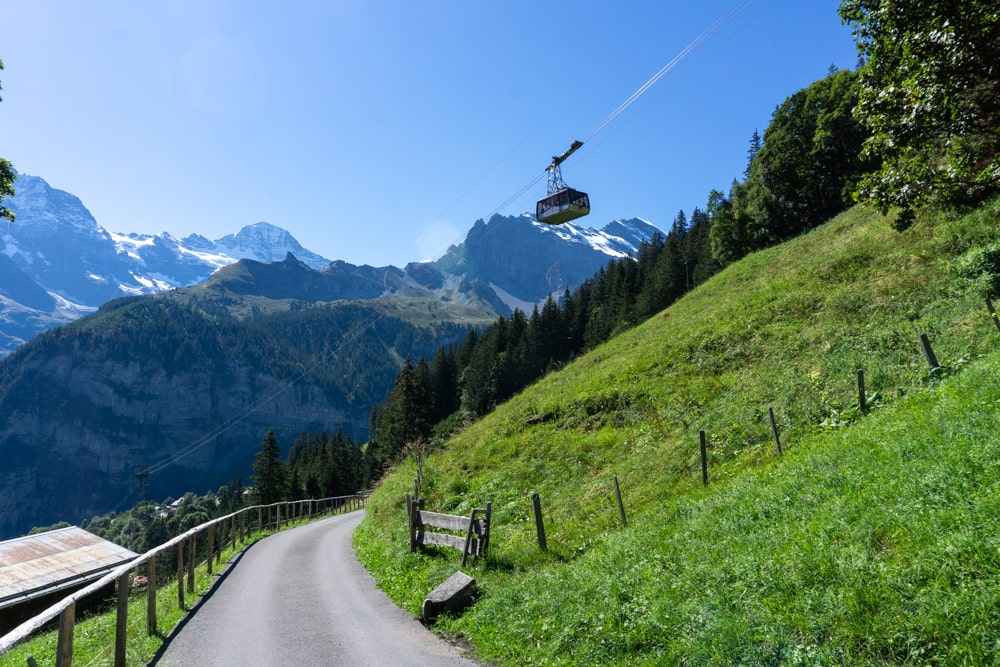 The hiking trail between Murren and Gimmelwald